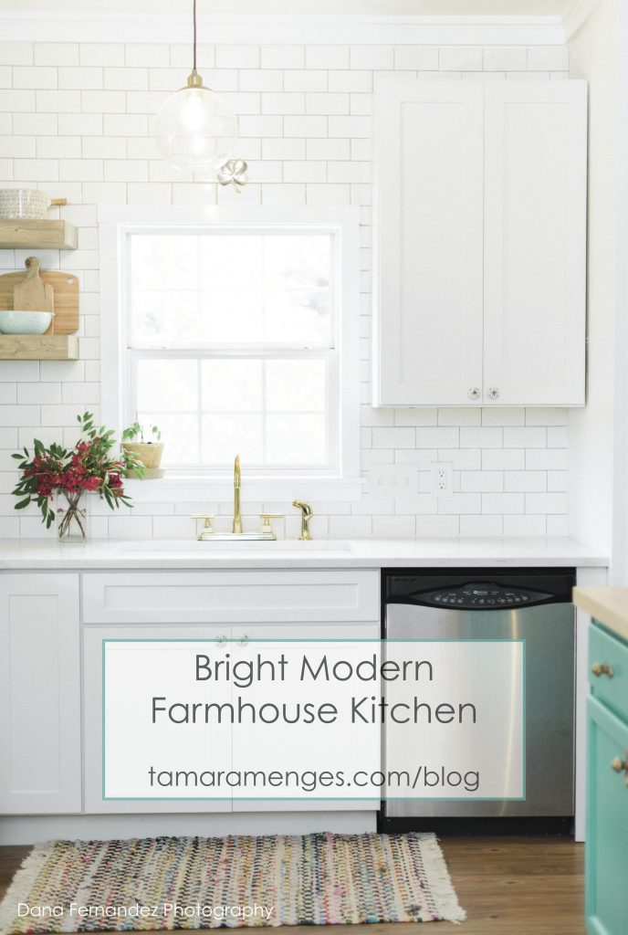 bright modern farmhouse kitchen_ tamaramenges.com/blog